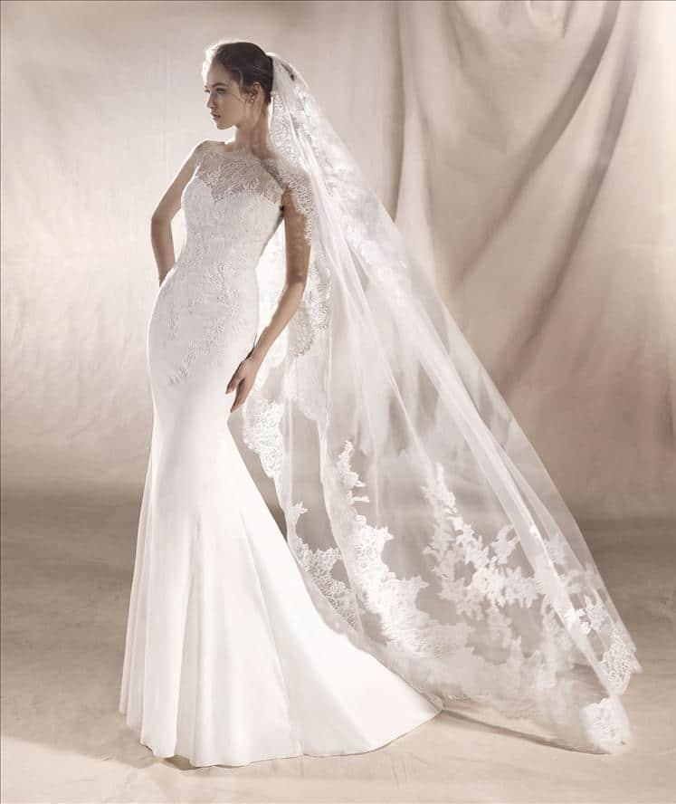Saturn wedding dress white one boutique paris for Wedding dress sample sale san francisco