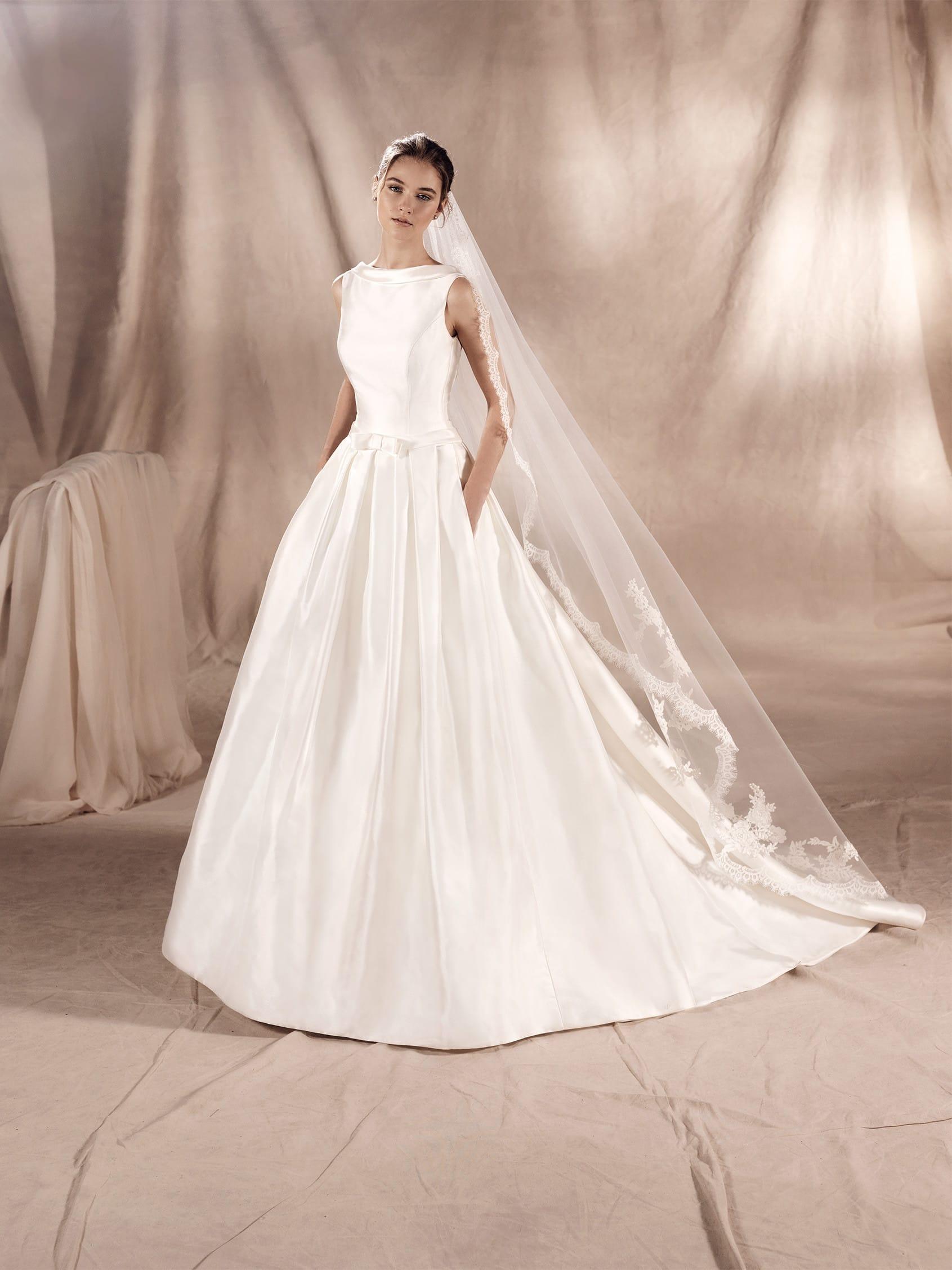 Robe de mariée Sabrina White One collection 2018. Paris
