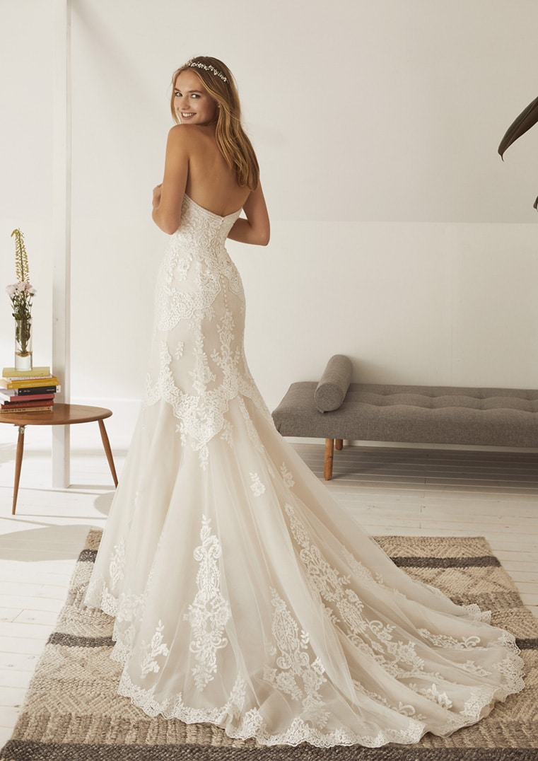 2f108de475d Robe de Mariée OBDULIA White one Collection 2019  Boutique Paris